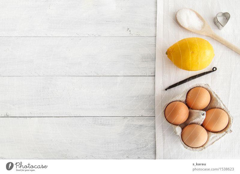 Backzeit weiß Freude gelb Holz Lebensmittel Frucht Freizeit & Hobby Ernährung Kochen & Garen & Backen Küche Süßwaren Ei Vorfreude Backwaren Teigwaren Haushalt
