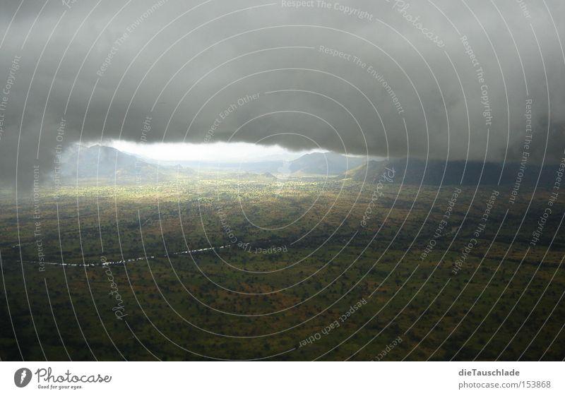 wolkenwand fliegen Wolken Sturm Gewitter Afrika Wand Licht Schatten gefährlich Luftverkehr kamerun cessna