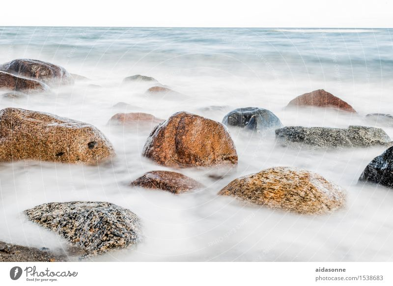 Ostsee Landschaft Schönes Wetter Felsen Küste Strand Glück Zufriedenheit Lebensfreude achtsam Vorsicht Gelassenheit geduldig ruhig Fernweh Einsamkeit Farbfoto