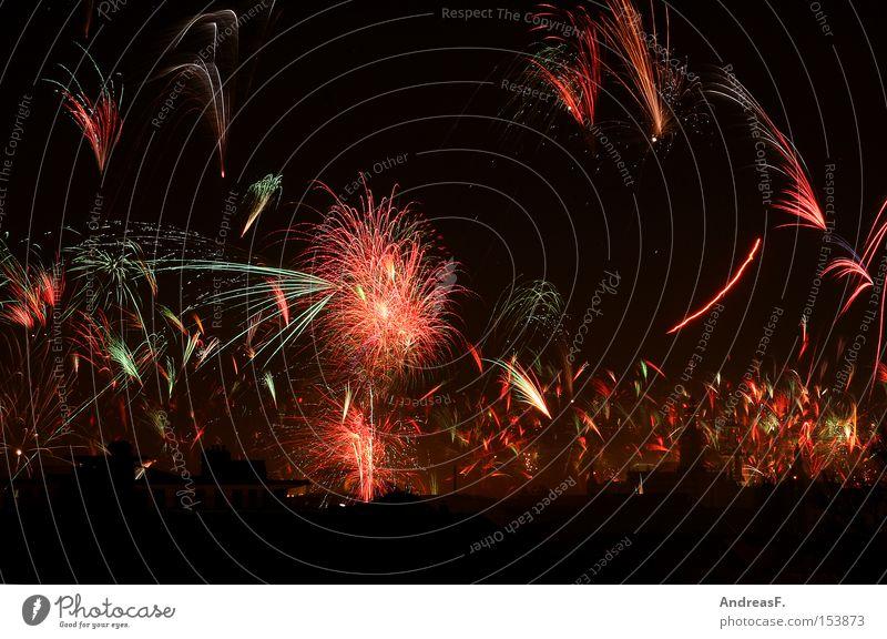 Jubel, Trubel, Heiterkeit Himmel Freude Silvester u. Neujahr Dresden Feuerwerk Nachtaufnahme Leuchtspur Leuchtrakete