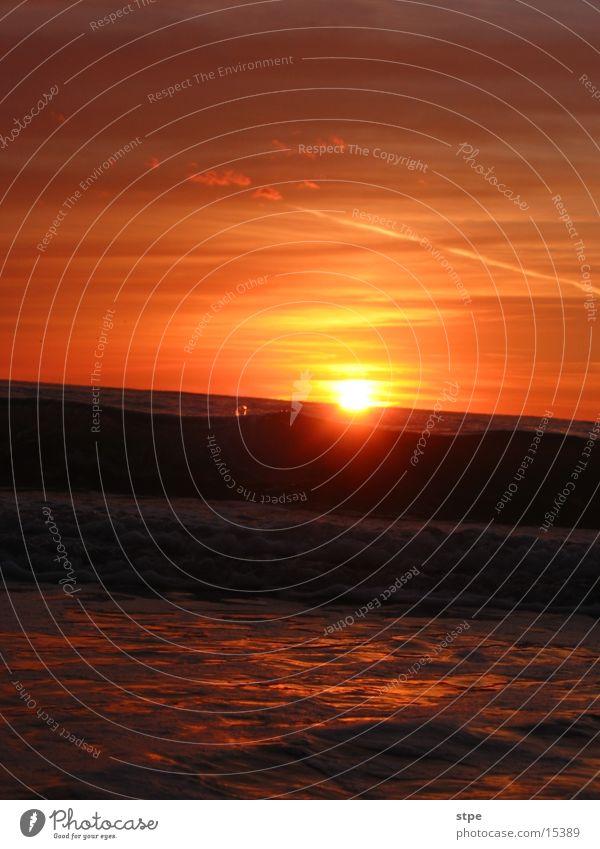Sonnenuntergang 3 Wasser Himmel Meer Wolken Wellen Nordsee