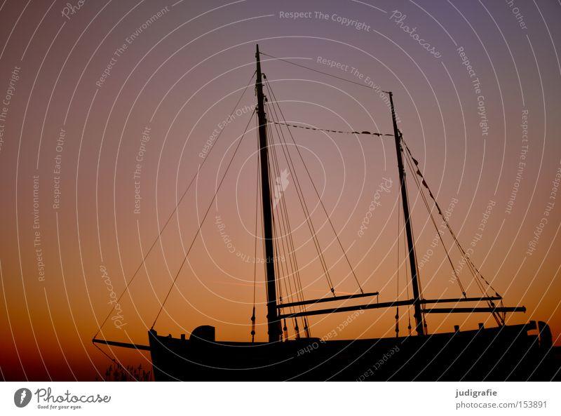 Silvestermorgen Himmel Winter Farbe kalt Wasserfahrzeug Kitsch Hafen Schifffahrt Segeln Strommast Segelboot maritim Zingst