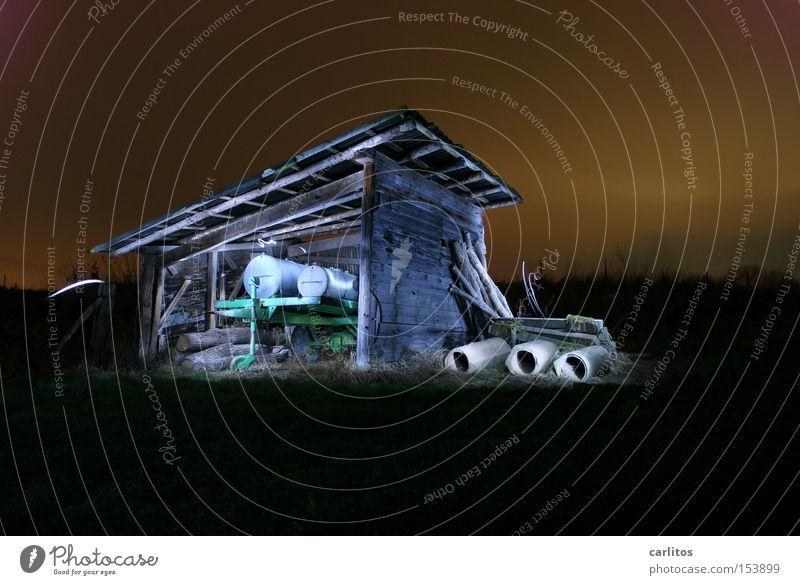 Esels Lampenladen Nacht dunkel Licht grün Langzeitbelichtung Landwirtschaft verfallen Lichtmalerei Farbe Bauerndisko Gefolgsleute Scheune Unterstand