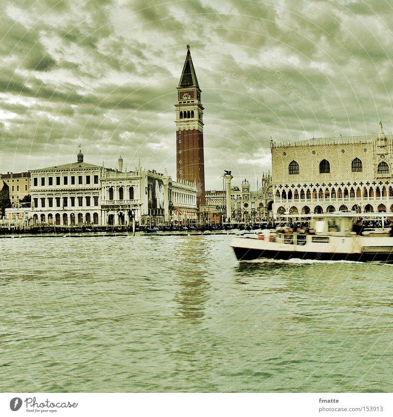 Venedig Ferien & Urlaub & Reisen Wolken Reisefotografie Italien historisch Wasserfahrzeug Stadtzentrum Sightseeing Bekanntheit Fähre Altstadt Kanal Lagune