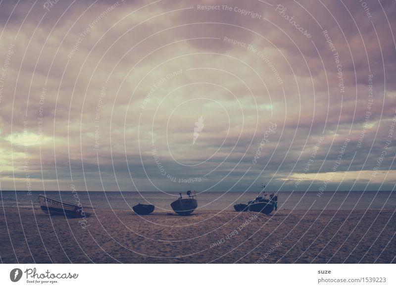 Die dunkle Seite Himmel Natur Ferien & Urlaub & Reisen alt Meer Landschaft Einsamkeit ruhig Strand dunkel Gefühle Küste Freiheit Stimmung Sand Wasserfahrzeug