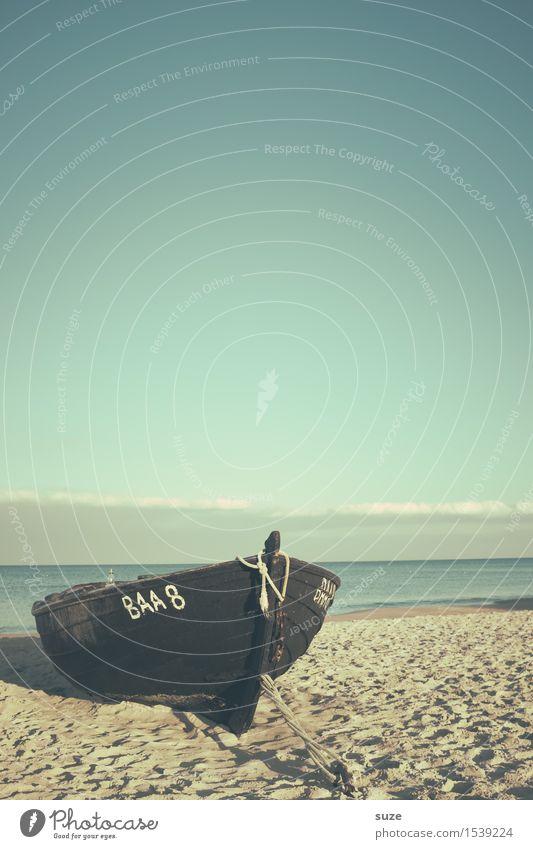 Im Sande verlaufen Himmel Ferien & Urlaub & Reisen alt Wasser Meer Erholung Einsamkeit ruhig Strand Umwelt Küste Holz Freiheit Stimmung Sand Wasserfahrzeug