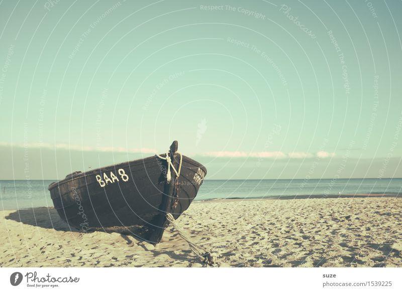 Wie Boot im Sand Himmel Ferien & Urlaub & Reisen alt Wasser Meer Erholung Einsamkeit ruhig Strand Umwelt Küste Holz Freiheit Stimmung Sand Wasserfahrzeug