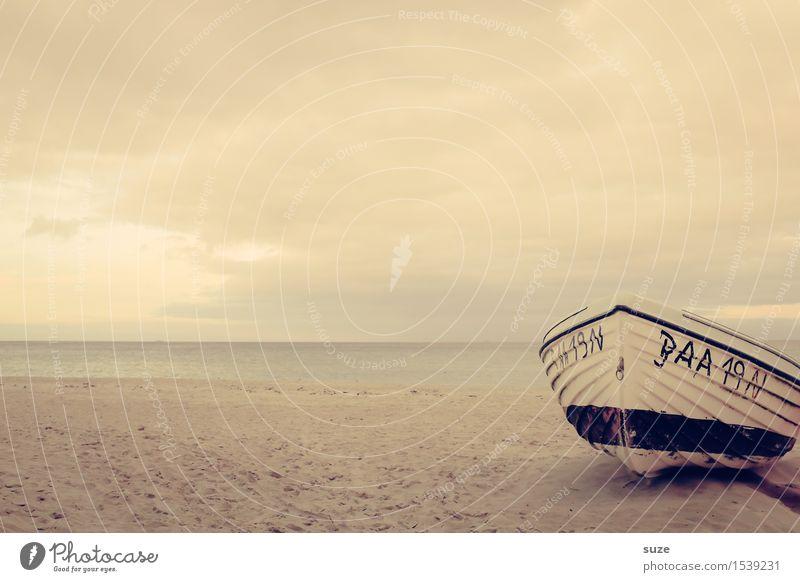 Die Ruhe selbst Himmel Ferien & Urlaub & Reisen alt Wasser Meer Erholung Einsamkeit ruhig Strand Umwelt Küste Freiheit Stimmung Sand Wasserfahrzeug Horizont