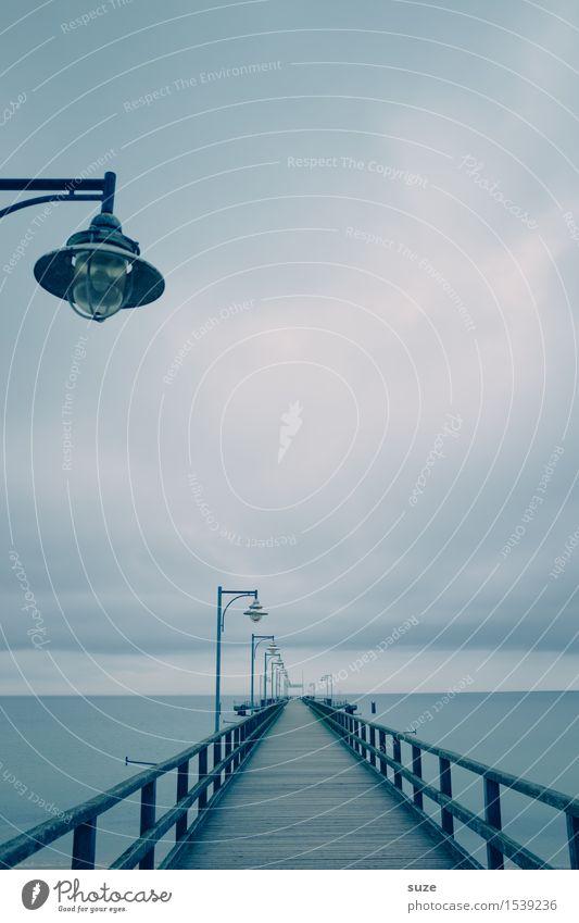 Birne mit Hut ruhig Meer Umwelt Natur Landschaft Luft Himmel Wolken Horizont Klima Küste Ostsee Brücke Wege & Pfade Holz außergewöhnlich fantastisch kalt blau