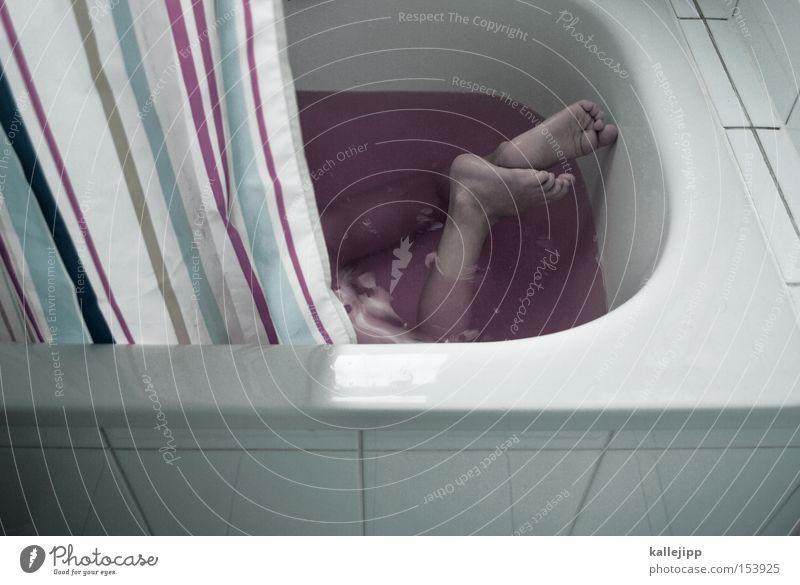 36 grad Bad sanitär Wasser Schwimmen & Baden Seife Waschen Kind Beine Vorhang Sauberkeit Fliesen u. Kacheln Fuß Körperteile Haut