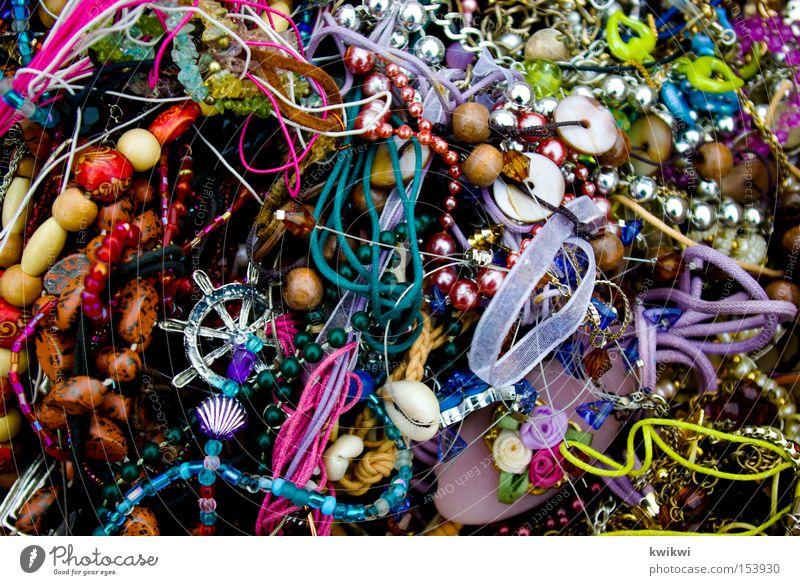 mädchenzeugs Metall Schmuck chaotisch Sammlung Kette durcheinander Anhäufung Haufen Ohrringe Armband Schmuckanhänger Krimskrams Anstecknadel sehr viele