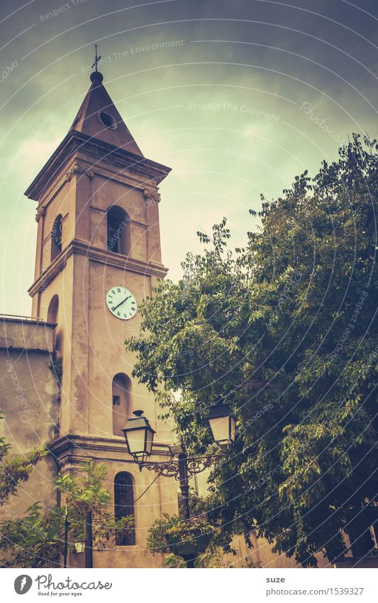 Lass mal die Kirche im Dorf Ferien & Urlaub & Reisen alt Stadt Sommer Baum Reisefotografie Wärme Religion & Glaube Zeit Zufriedenheit retro Kultur malerisch