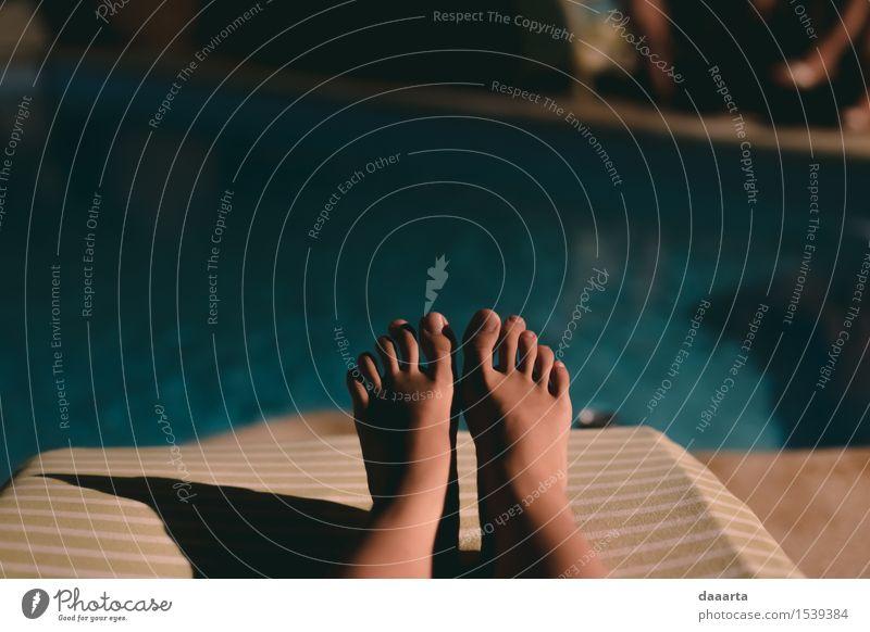 Pool Moment Ferien & Urlaub & Reisen Sommer Freude Leben feminin Stil Spielen Lifestyle Freiheit Stimmung Fuß Design Tourismus Häusliches Leben Freizeit & Hobby