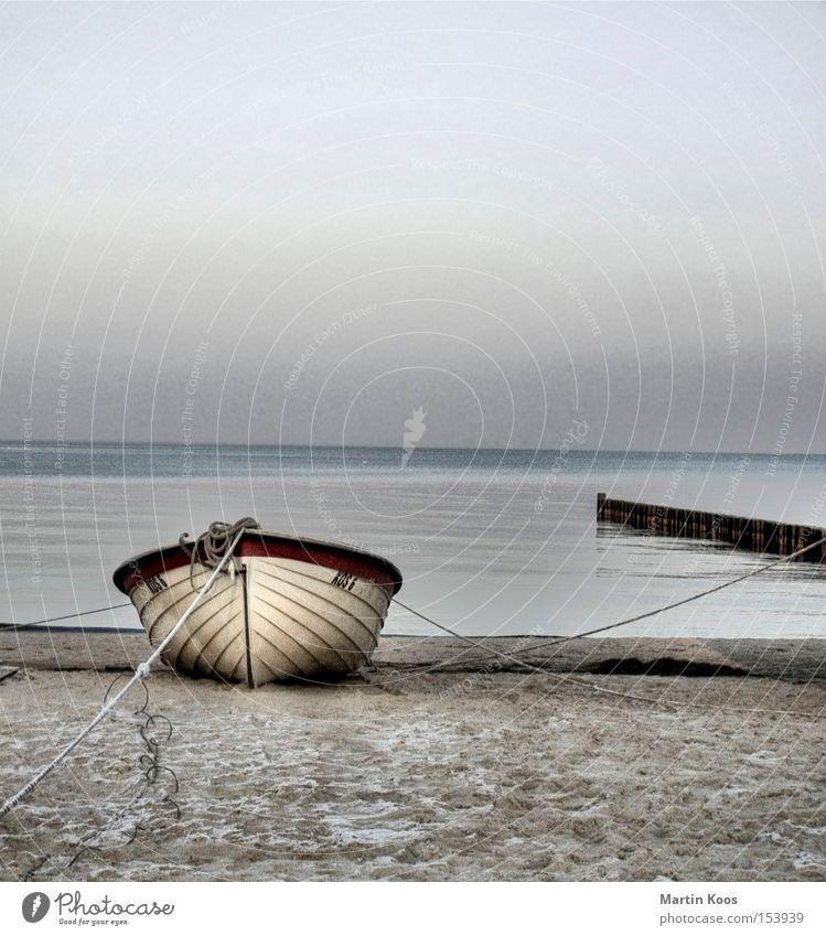 gestrandet pt.ii schön Erholung ruhig Angeln Strand Meer Insel Wasser Küste Ostsee Wasserfahrzeug blau Einsamkeit abgelegen ruhige szene vertäut bedecken