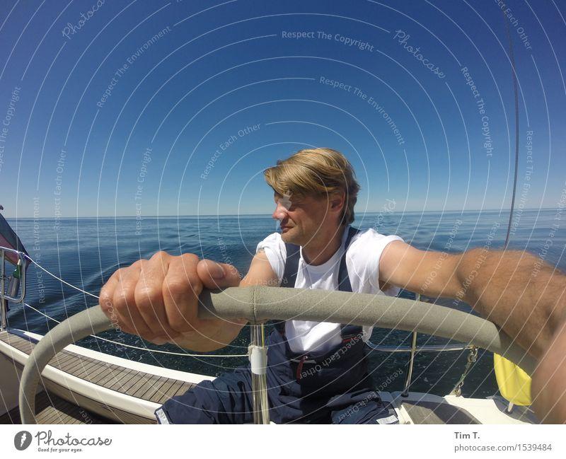 Segeln Lifestyle Freizeit & Hobby Abenteuer Ferne Freiheit Sommer Sonne Meer Mensch maskulin Mann Erwachsene Leben 1 30-45 Jahre Natur Wasser Himmel