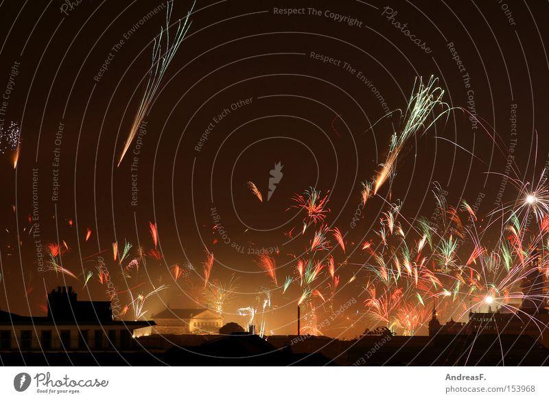 Silvester Silvester u. Neujahr Feuerwerk Himmel Dresden Nachtaufnahme Leuchtrakete Leuchtspur 2009 Langzeitbelichtung silvesterfeier silvesterfeuerwerk