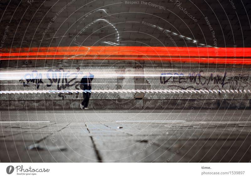 Experiment | Nachtspaziergang feminin Frau Erwachsene 1 Mensch Tunnel Mauer Wand Verkehr Verkehrswege Autofahren Fußgänger Straße Wege & Pfade Rücklicht