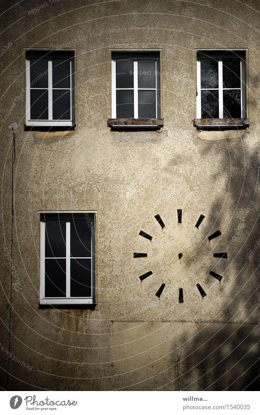 das zeitlos Bauwerk Gebäude Architektur Wand Uhr Zifferblatt Zeitplanung Ewigkeit Fenster kaputt Freizeit & Hobby Vergänglichkeit planlos Farbfoto Außenaufnahme