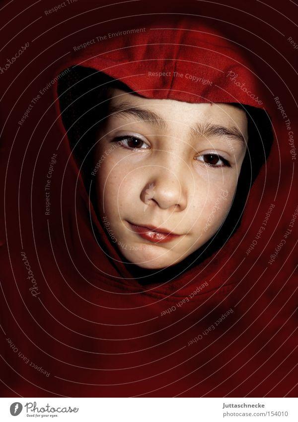 Das Bild für Oma Kind rot Freude Junge Vertrauen Kindheit Freundlichkeit sanft Kapuze