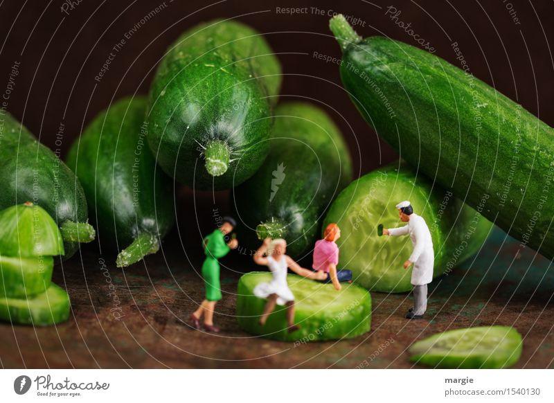 Miniwelten - Gurken-Schönheitsfarm Lebensmittel Gemüse Ernährung Essen Mittagessen Picknick Bioprodukte Vegetarische Ernährung Diät Fingerfood schön