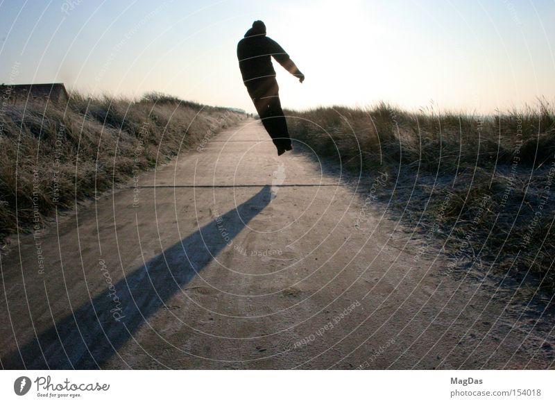 Jumpmich Mann Himmel Sonne Winter kalt springen Bewegung Freiheit Eis Energiewirtschaft Insel Stranddüne