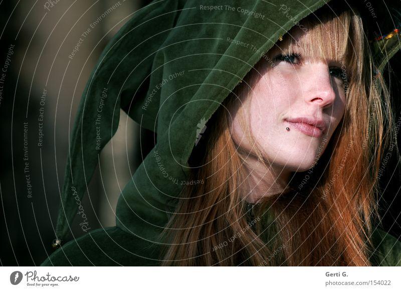 Deva Frau Natur schön Gesicht Denken Porträt Märchen Kapuze Fee Elfe Samt Ebenmäßigkeit