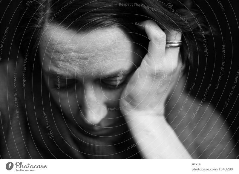 ...... Lifestyle Frau Erwachsene Leben Gesicht 1 Mensch 30-45 Jahre Traurigkeit warten trist Gefühle Stimmung Sorge Trauer Enttäuschung Einsamkeit Erschöpfung