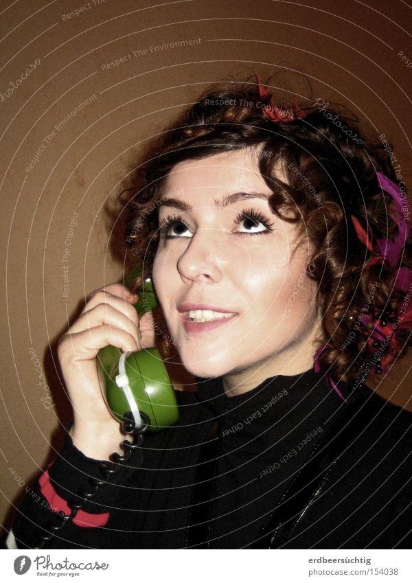 Lieblingskommunikationsmittel sprechen Telefon feminin Frau Erwachsene Medien Kommunizieren Telefongespräch auditiv quasseln Innenaufnahme