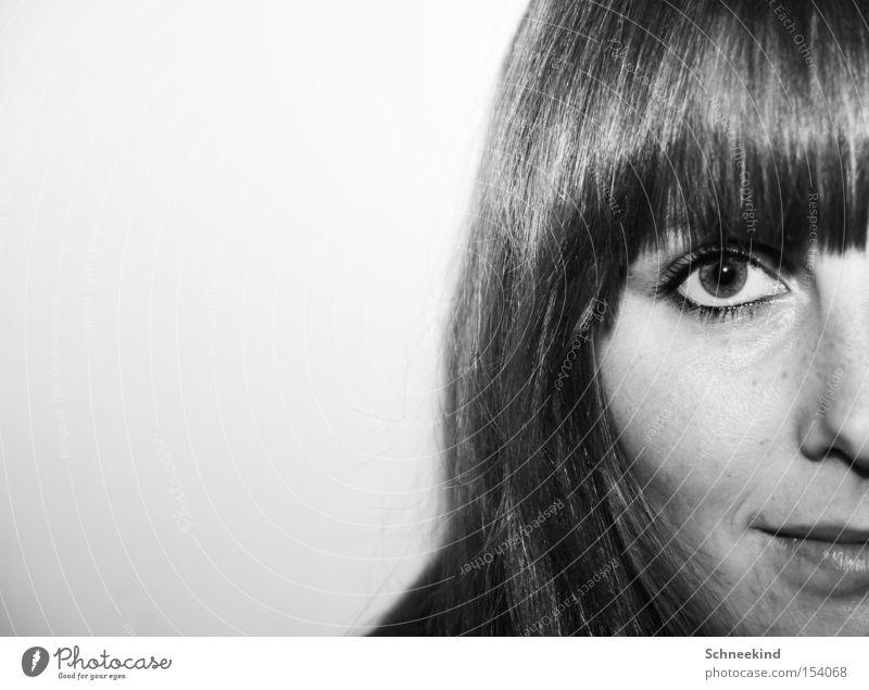Hälfte Frau geteilt Dame Auge Haare & Frisuren Pony Schwarzweißfoto Teilung schwarz Gesicht Zuneigung