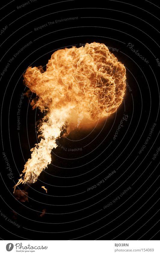 morning breath? Feuerschlucker Atem heiß Nacht Feuerwerk Alkohol Brennstoff spucken atmen fire breather