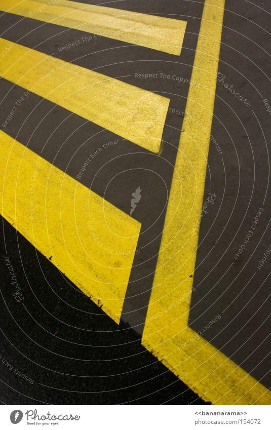 EL ZEBRASTREIFOS gelb Straße grau Linie Beton Kommunizieren Asphalt Bürgersteig Verkehrswege Straßenbelag Symmetrie Straßennamenschild Zebrastreifen