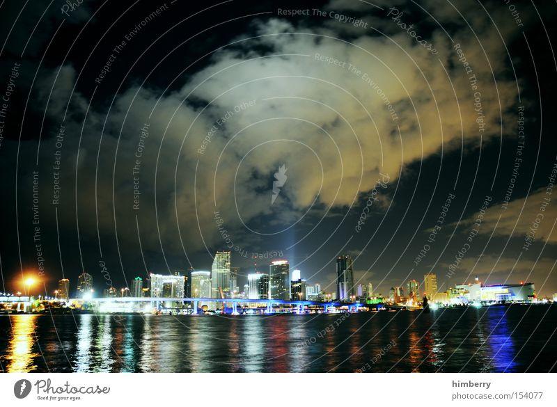 independence night Meer Stadt Beleuchtung Küste Energie Hochhaus Elektrizität USA Hafen Amerika Skyline Stars and Stripes Nachtleben Florida Miami