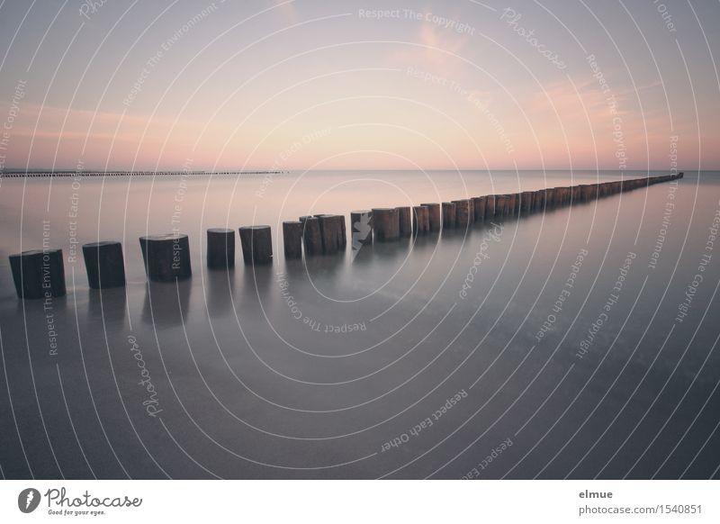 Entschleunigung Erholung Ferne Meer Wasser Horizont Küste Strand Unendlichkeit Stadt blau Glück Zufriedenheit friedlich Gelassenheit träumen Sehnsucht Fernweh