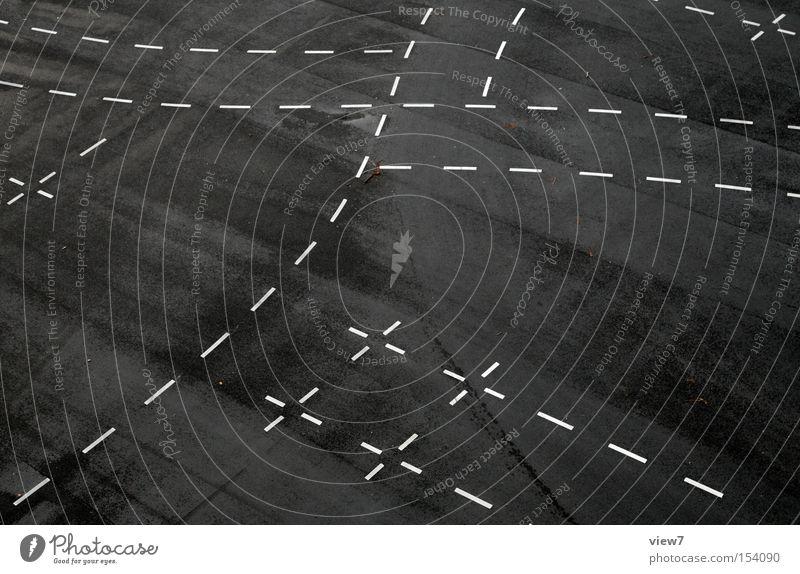 Kreuzung weiß schwarz Straße Wege & Pfade Linie Schilder & Markierungen Verkehr modern authentisch Bodenbelag Boden Streifen Asphalt Zeichen Verkehrswege Oberfläche