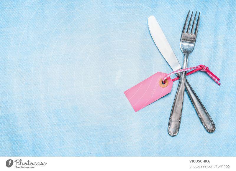 Besteck -Set mit leeren PlatzKarte auf hellblauem Hintergrund Essen Stil Hintergrundbild Feste & Feiern Party rosa Design Häusliches Leben