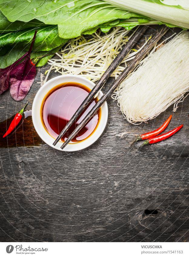 Sojasauce mit Stäbchen, Reisnudeln und Gemüse Gesunde Ernährung Leben Speise Hintergrundbild Stil Lebensmittel Design Tisch Kochen & Garen & Backen