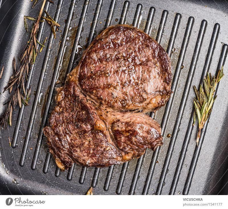Gegrilltes Steak Striploin auf Grill Eisenpfanne Lebensmittel Fleisch Kräuter & Gewürze Öl Ernährung Mittagessen Abendessen Festessen Geschäftsessen Pfanne Stil