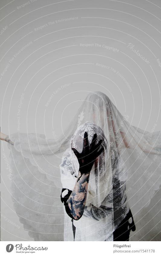 Alles nur in meinem Kopf feminin 1 Mensch stehen Geister u. Gespenster Verstand multiple persönlichkeit Psychische Störung verrückt Hand schwarz Tuch Schweben