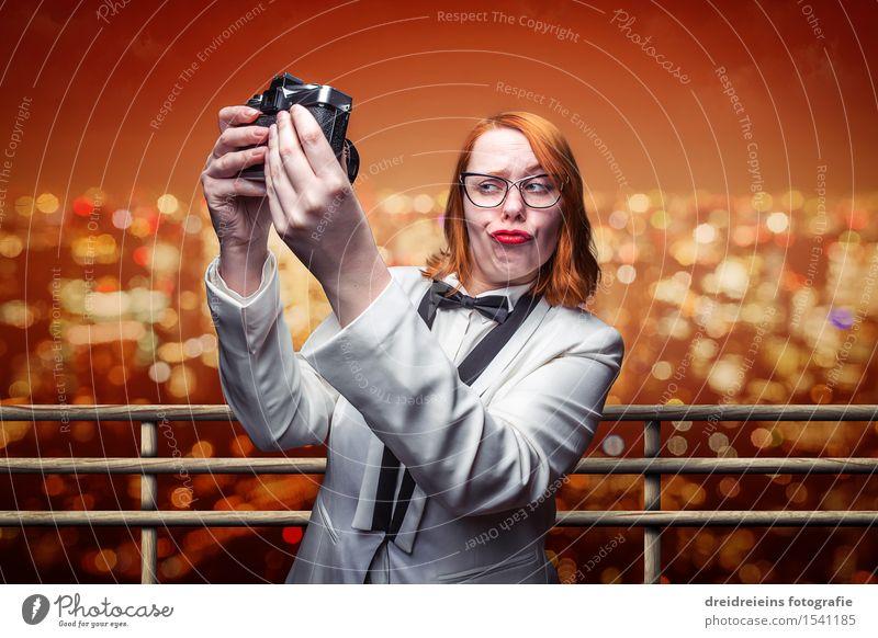 Selfie aus dem Urlaub Frau Ferien & Urlaub & Reisen Stadt Sommer Erwachsene Leben feminin Feste & Feiern Horizont Tourismus Erfolg Lebensfreude Schönes Wetter