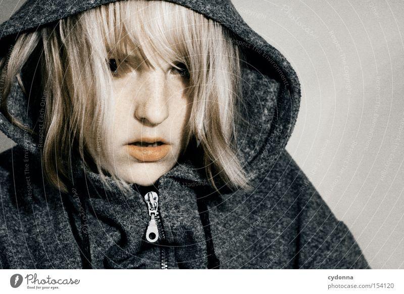 Der Tag danach Frau Mensch schön Gesicht Auge Leben Gefühle Hoffnung Zukunft Kapuze Charakter Haarsträhne