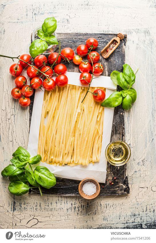 Pasta mit Tomaten, Basilikum und Olivenöl Gesunde Ernährung gelb Leben Stil Lebensmittel Design frisch Tisch Kochen & Garen & Backen Kräuter & Gewürze Küche