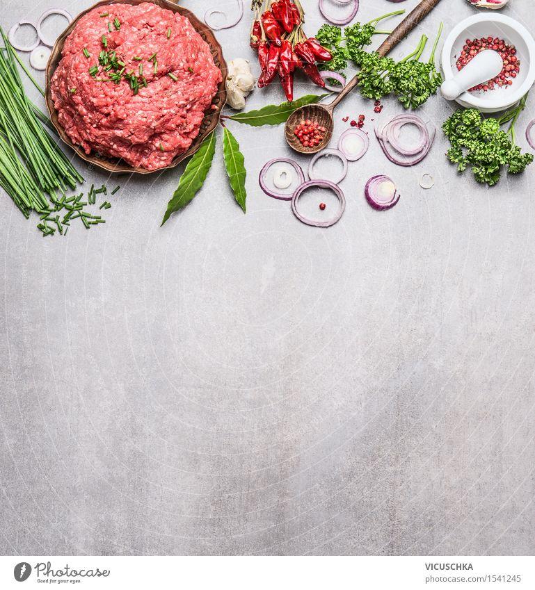Gehacktes Fleisch mit frischen Zutaten fürs Kochen Gesunde Ernährung Essen Foodfotografie Stil Hintergrundbild Lebensmittel Design Tisch Kochen & Garen & Backen