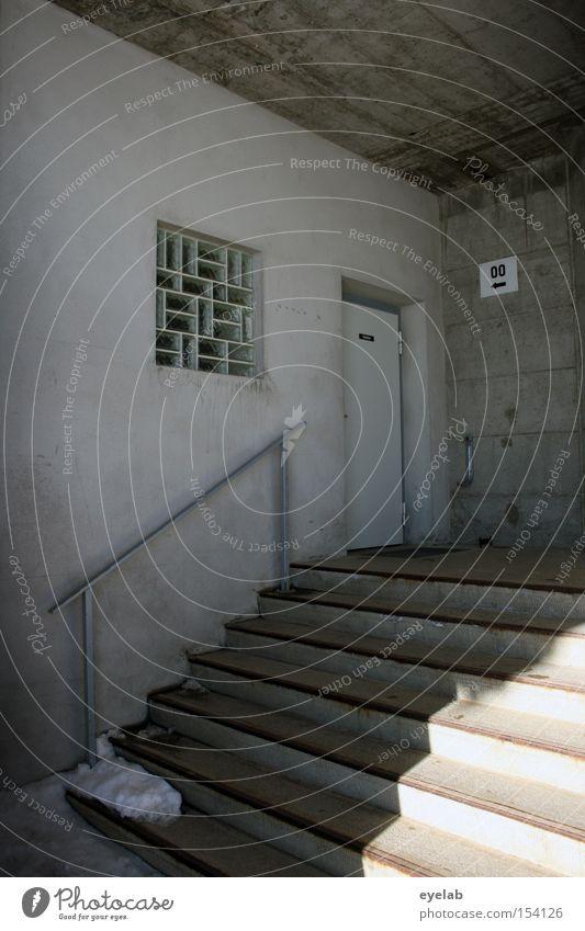 00 Treppe Eingang Beton Glasbaustein Fenster Wand Toilette Detailaufnahme Bad Winter Tür Geländer Ecke Schnee