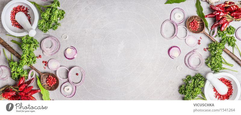 Gewürzen Mörser , Holzlöffel mit Gewürze und Kräuter Lebensmittel Kräuter & Gewürze Ernährung Bioprodukte Vegetarische Ernährung Diät Schalen & Schüsseln Löffel