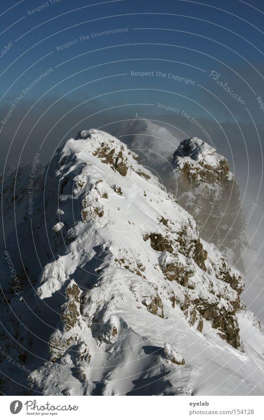 500 - - - - - Endlich über den Berg ! weiß blau Winter Schnee Berge u. Gebirge Stein Eis Nebel Alpen Spitze Gipfel Bergsteigen Allgäu Wolkenhimmel