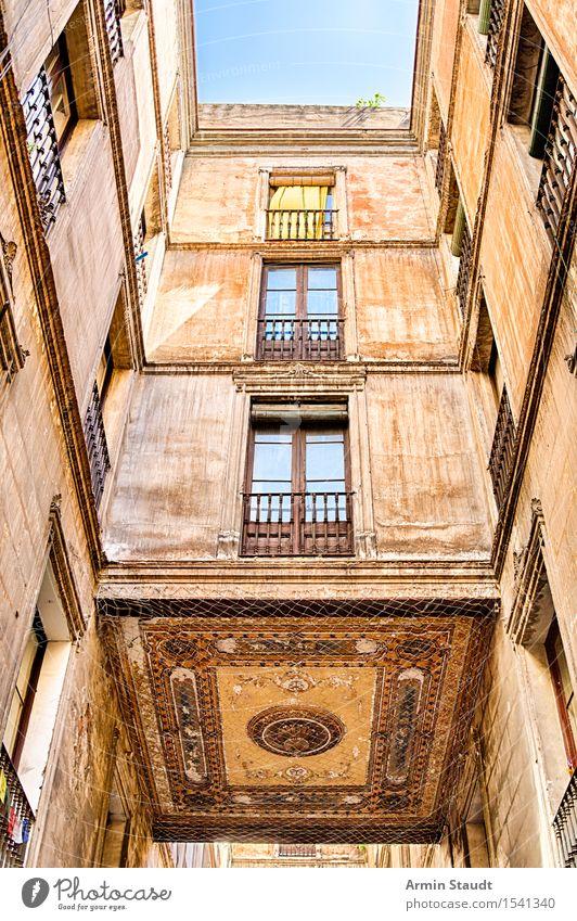 Innenhof Barcelona Himmel Ferien & Urlaub & Reisen Stadt alt Sommer Haus Fenster Stil Gebäude Fassade Design Häusliches Leben Dekoration & Verzierung ästhetisch