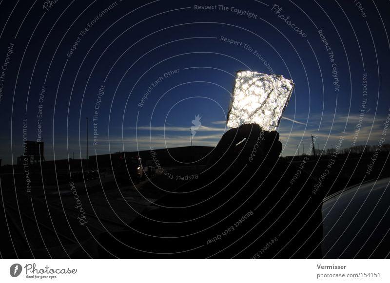 Glühendes Eis Hand Himmel blau Winter Wolken Eis Beleuchtung Hintergrundbild obskur
