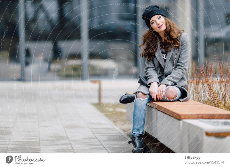 Mensch Frau Stadt schön Freude Mädchen Gesicht Erwachsene Straße Leben Stil Lifestyle Glück Mode Freizeit & Hobby frisch