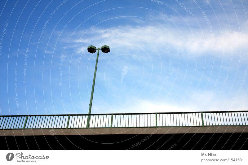 __T_____ Straßenbeleuchtung Brückengeländer Verkehr Straßenverkehr Himmel blau grün Licht Beton Verkehrswege street Deutschland