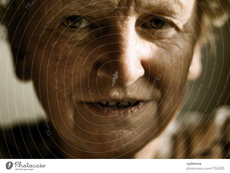 Portrait Mensch Frau Gesicht Auge Blick Charakter schön ästhetisch Zukunft Hoffnung Gefühle Leben Hautfalten Erfahrung face